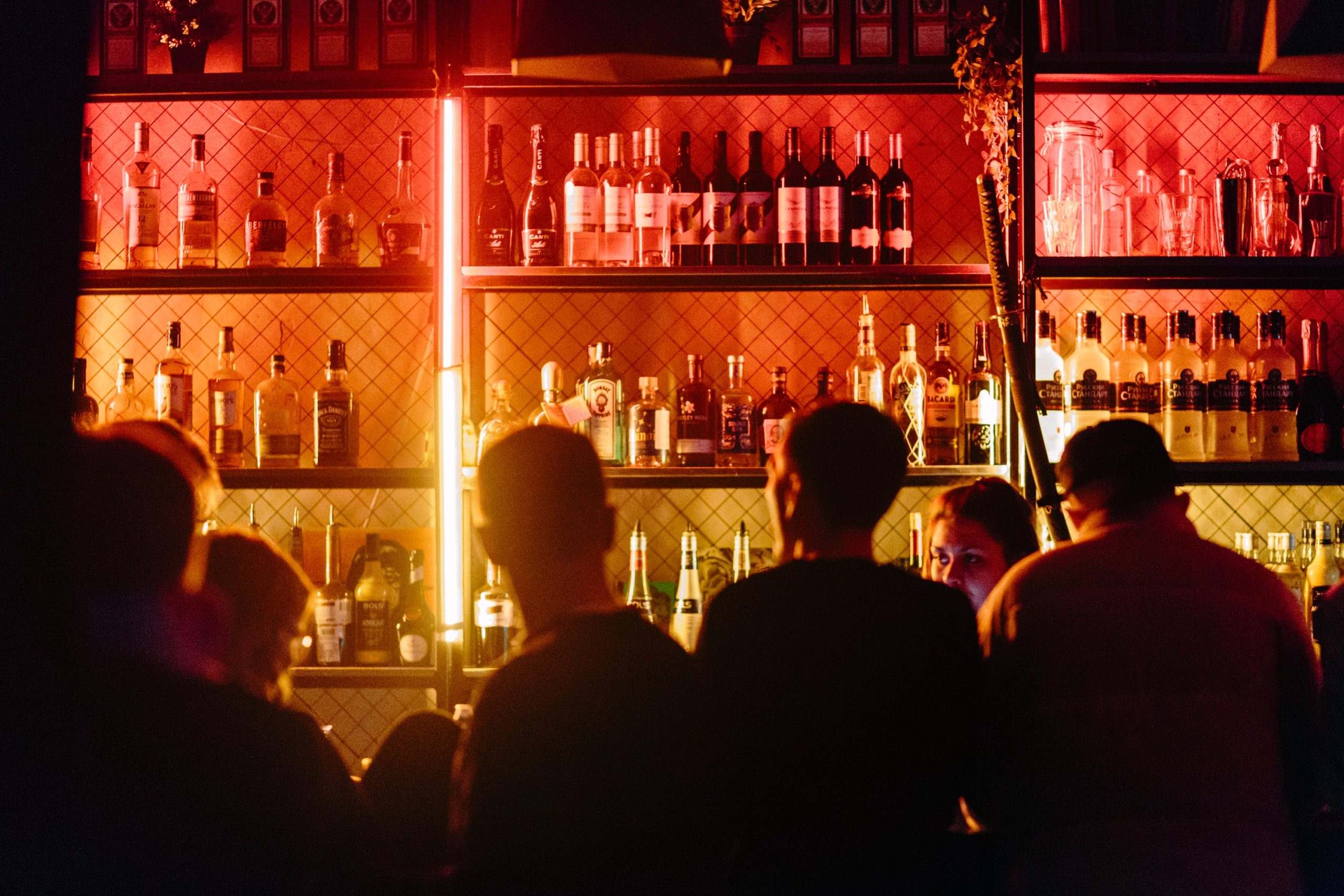 Bartenders Face Tension due to Mask Ordinance in Doing Business